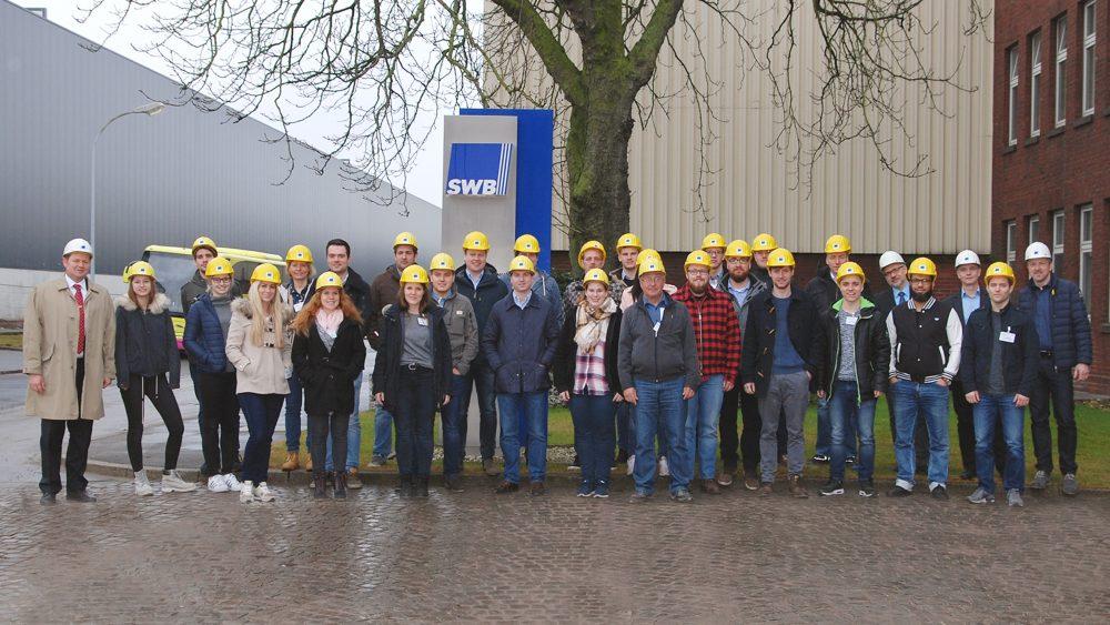 Gruppenfoto zum BDSV-Seminar bei der Stahlwerke Bochum GmbH, Verschleißschutz für das Schrottrecycling
