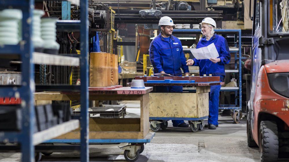 Szene zum Thema Ausbildung Gießereimechanikerin Gießereimechaniker Stahlwerke Bochum